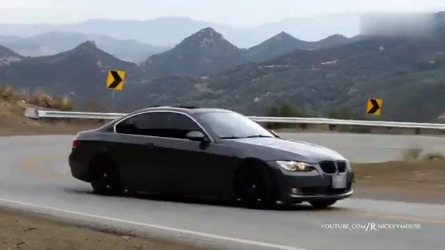 视频:宝马7系值不值100万,300公里时速翻个跟斗就知道了