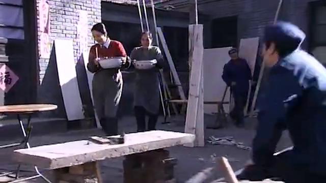 贾晓臣母亲给干活的师傅做的猪肉炖白菜、红烧猪蹄