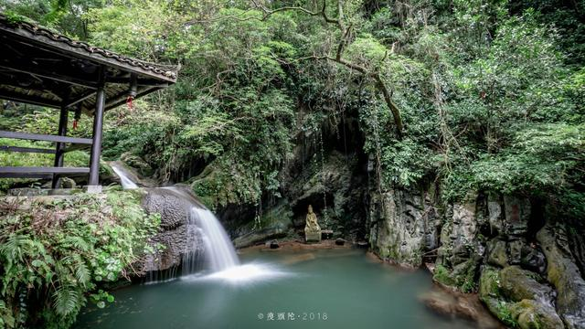 古东瀑布溪水清澈,四季不枯,森林覆盖率达96%