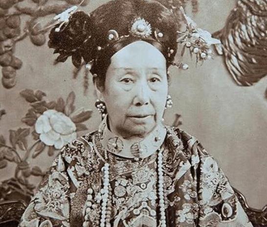 慈禧太后为什么说,宁赠友邦,不予家奴?从没把自己当中国人