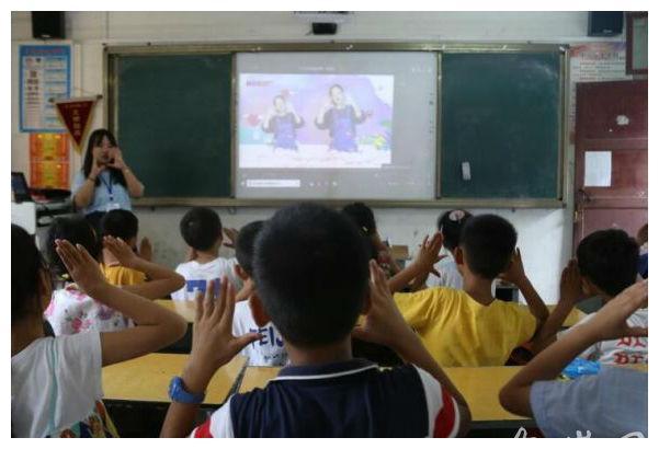 安庆师大支教大学生创新方式 为乡村小学带来手语教学