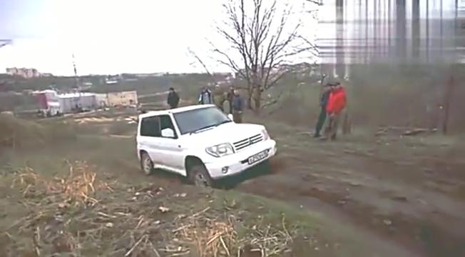 视频:开奥迪A6去越野,同行的越野车很有压力