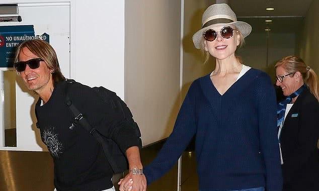 52岁妮可·基德曼为领养回家乡,和丈夫牵手爱意浓,女儿颜值高