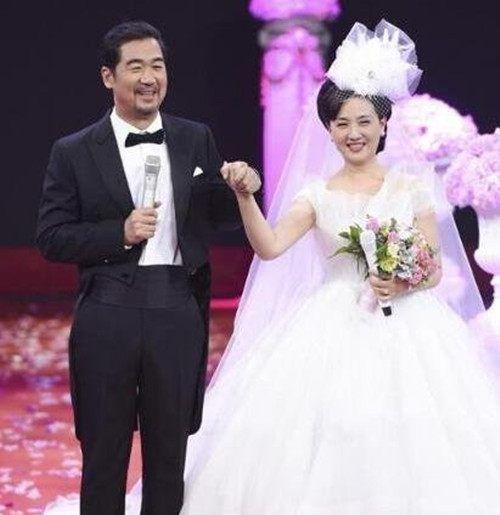 张国立邓婕30年温暖相守,俩人结婚照惊艳众人,邓婕前夫家世显赫