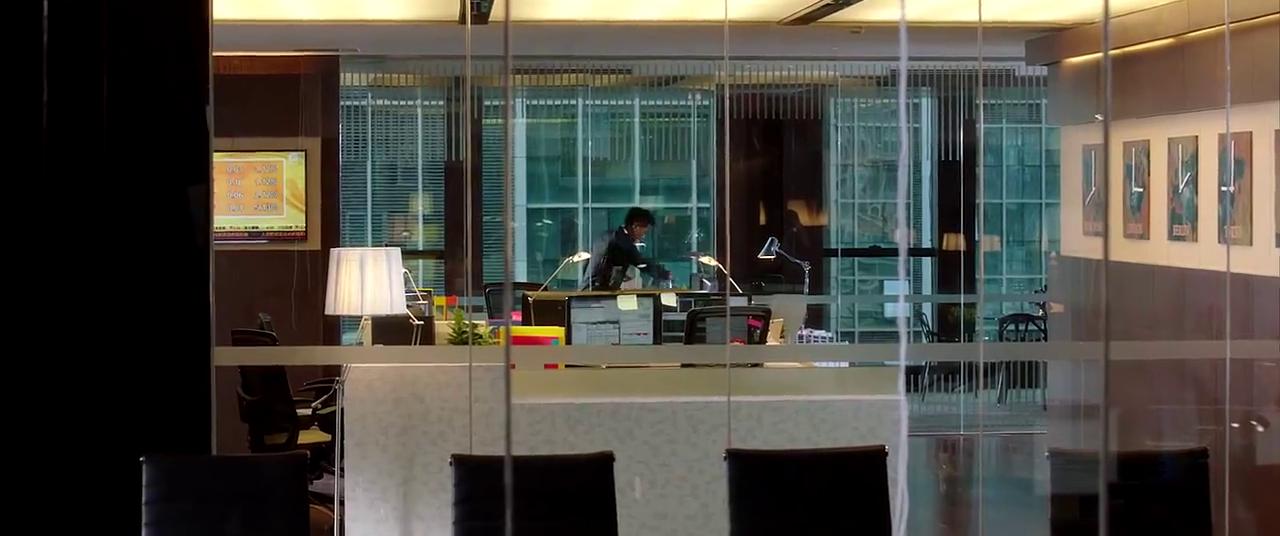 单身男女2:美女茶水间酝酿情绪准去见总裁,出来发现总裁已离开