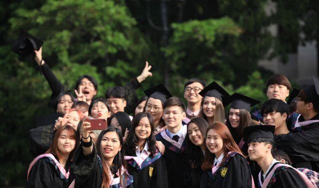 再见母校!南京大学2019年毕业生拍摄毕业照