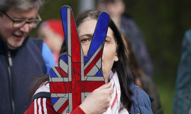 英国脱欧连续剧难剧终,为避免无序尴尬欧盟延期,民众意见分歧大
