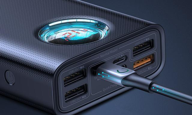 瞄一眼功能强悍的充电宝,容量超过2万毫安,忒高科技