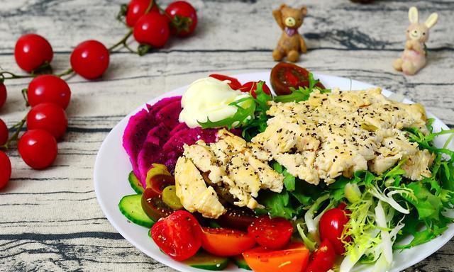家常菜:鸡胸肉沙拉,肉末香菇炒韭菜,腐竹红烧肉,尖椒土豆片