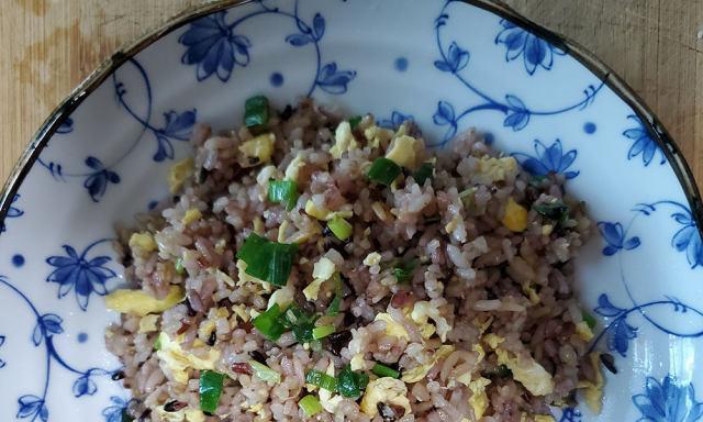蛋炒二米饭,一个小技巧,蛋特别香嫩,那叫一个香!