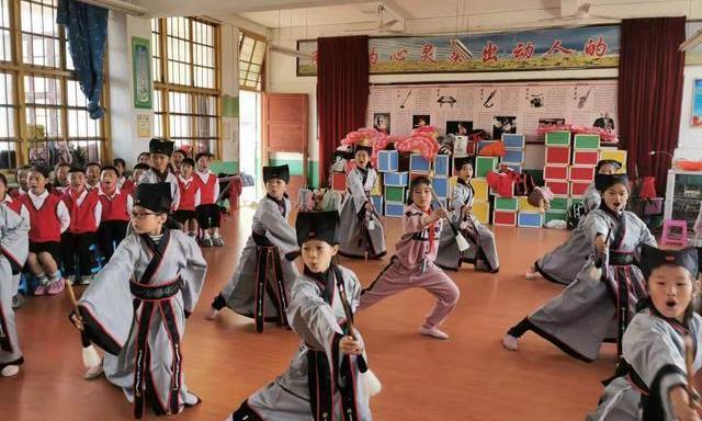 教育杂谈:乡村寄宿制学校校长挺难的,别给太多压力。