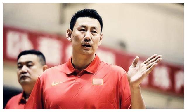 30岁老将退出打乱计划,姚明不许李楠辞职备战落选赛:再给你4年