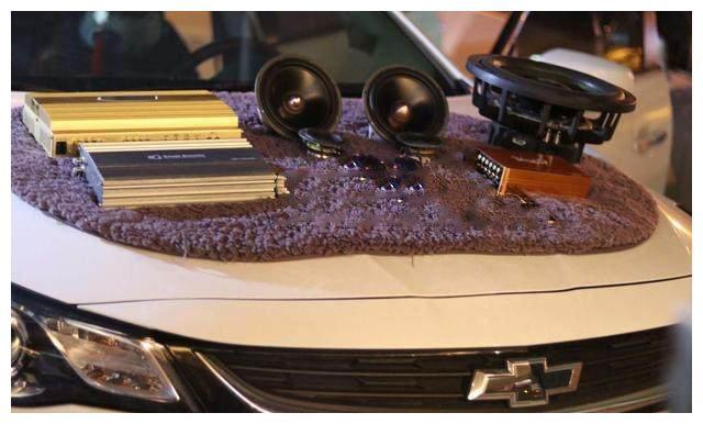 赤峰大宽汽车音响改装 雪佛兰迈锐宝改装音响 升级黄金声学三分频