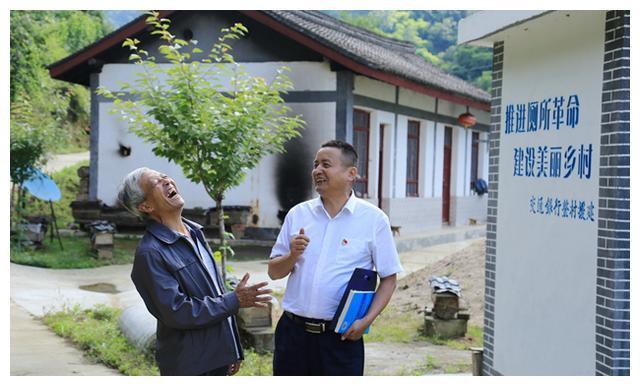 王文华:乡亲们的贴心人