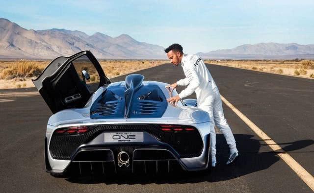 """世界上""""赚钱最多""""的司机,年薪将近3亿,超级跑车想买就买"""