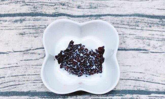 天气转凉,来一杯高热量的紫米芋圆茶,让你一天元气满满!