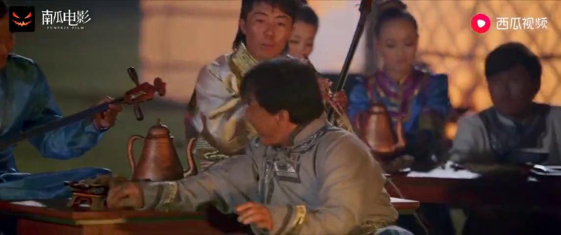 绝地逃亡:成龙蒙古大草原献唱,老古板竟还会这么潮的英文歌曲