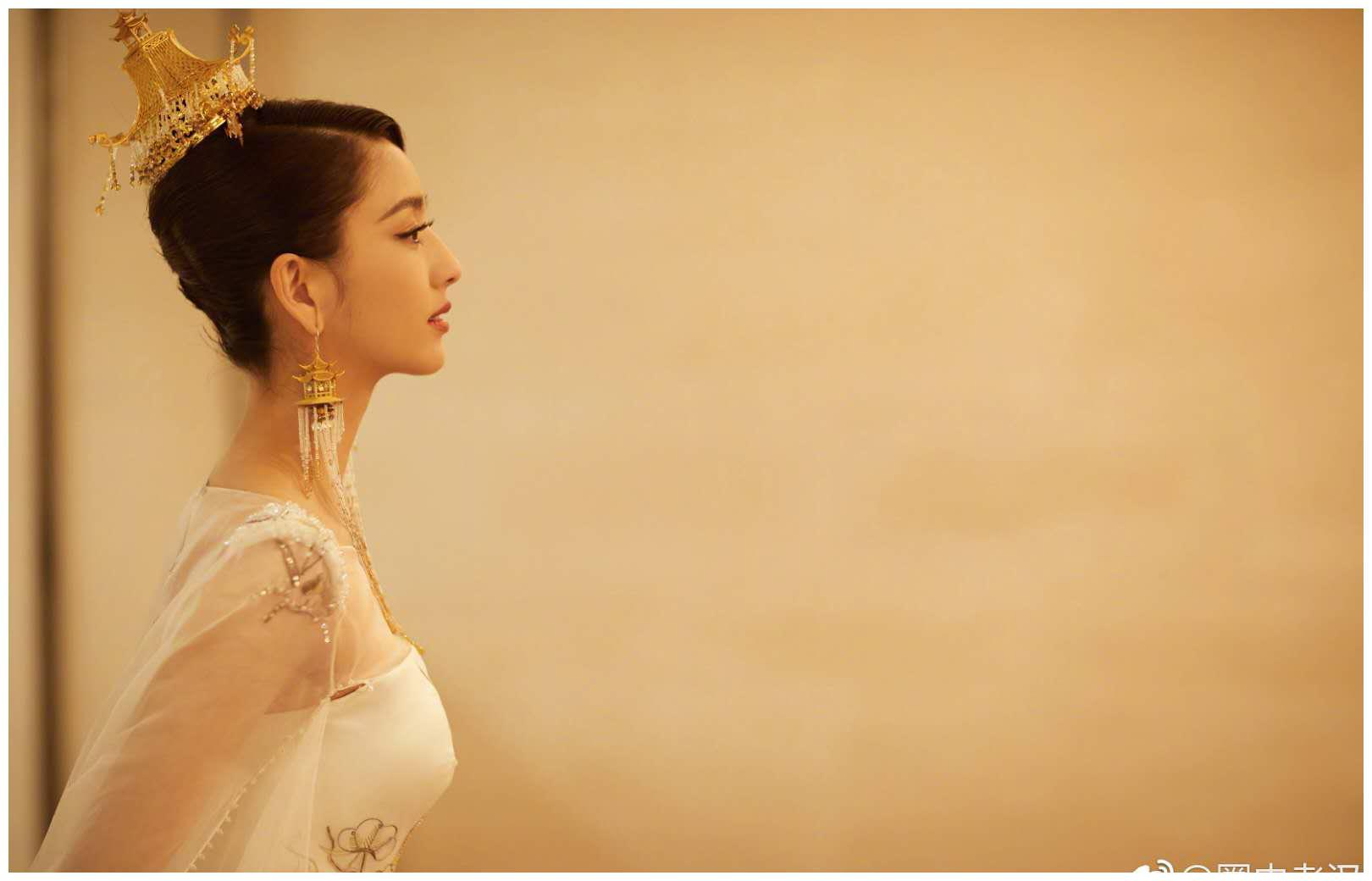 黄渤与各路女神过招,唯有佟丽娅显真招