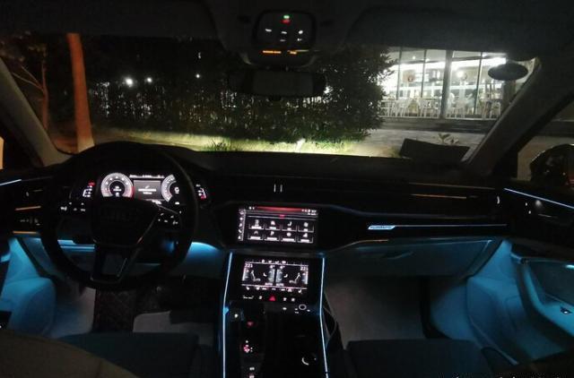 新奥迪A6L夜间实拍,灯光出彩,内饰不输奔驰E级