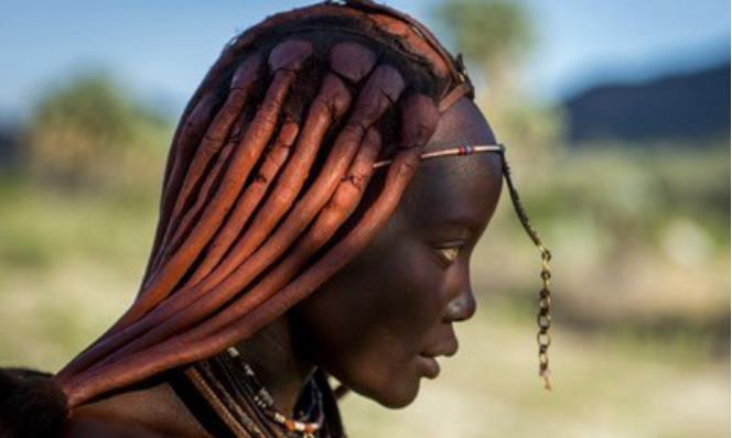 揭秘:非洲最原始部落,女性一生不洗澡,第一次生理期就能嫁人