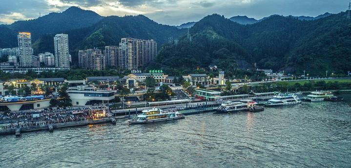 夜晚的新安江,是另一番别样的景致