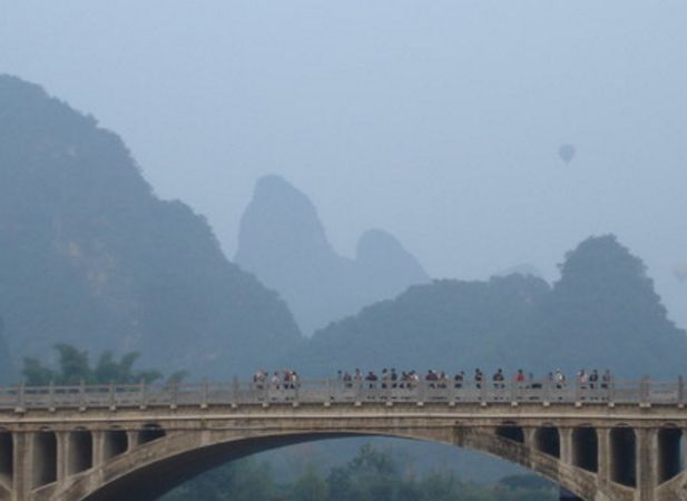 旅游:工农桥——遇龙河漂流的终点,阳朔最美风景的观赏地