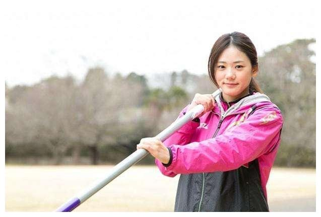 日本撑杆跳女神今野美穗魅力有多强?把冷门项目带火爆,座无虚席