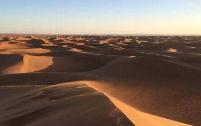 尽管环境恶劣,渺无人烟,沙漠却有着独特的美丽!