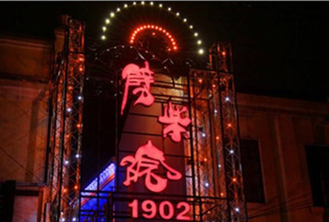 来青岛逛中山路,百年劈柴院美食一定要尝!
