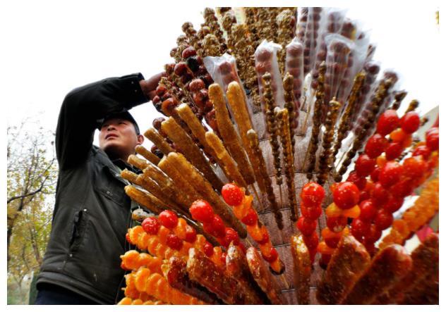 """糖葫芦界的""""爱马仕"""",1根15元顾客抢着买,吃过的人都说值!"""