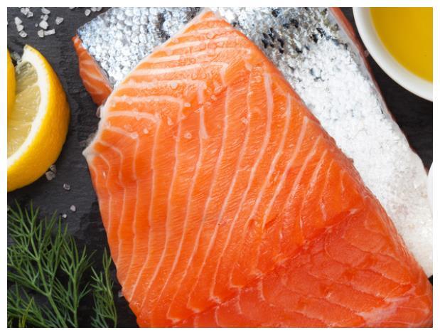 中国三文鱼和日本三文鱼有何区别?看完之后你还敢生吃吗?