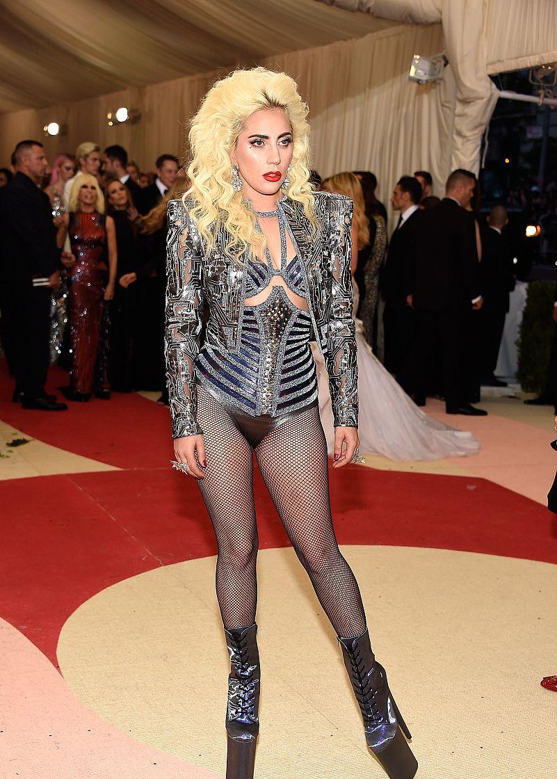 Lady Gaga:奇装异服的鼻祖,时尚前沿的宠儿!