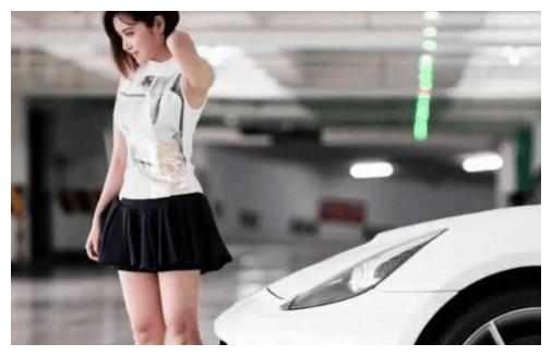 王思聪自曝给不起500万,签不走的网红,又花400万买了辆法拉利