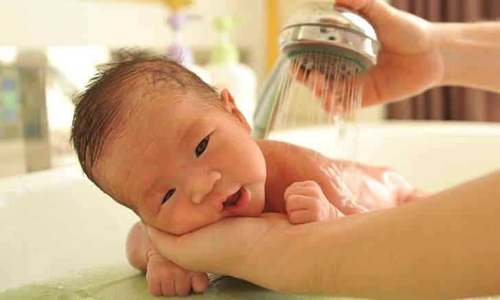 """别乱给孩子用""""洗发水""""了,这3种洗发水可能损害头皮,别不知道"""