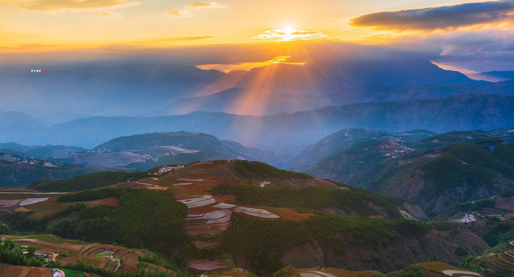风光摄影:东川红土地观日出