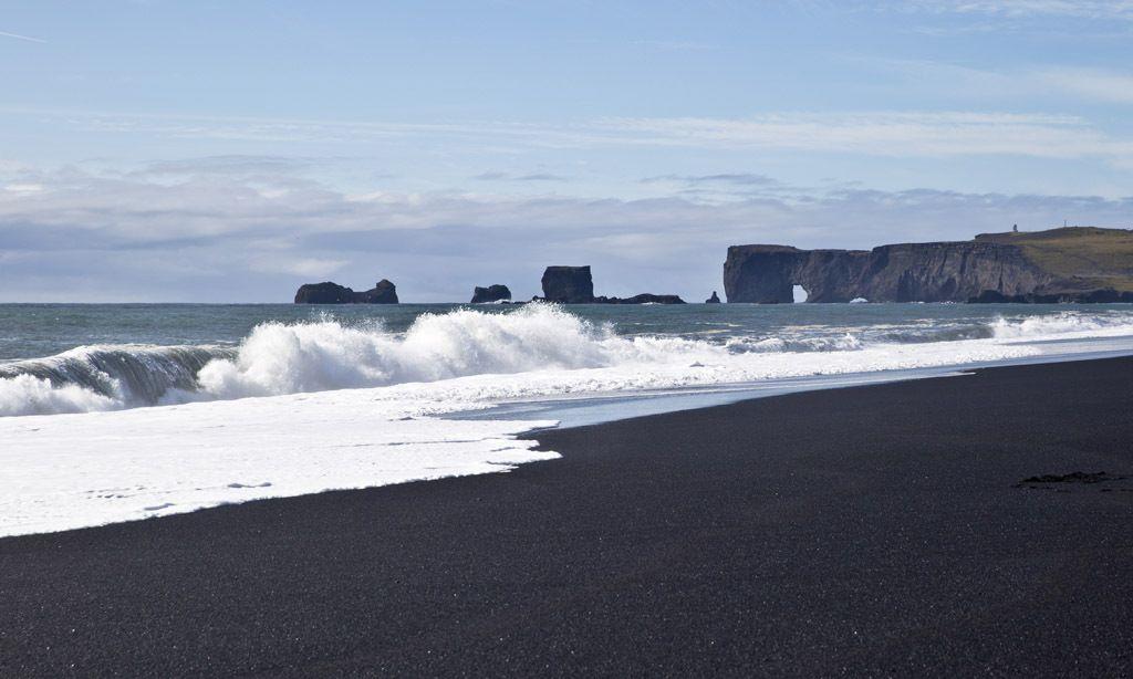 魔鬼的领地,神秘与梦幻,奇特的海滨美景——黑沙滩