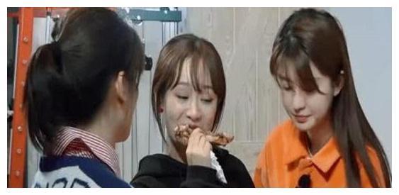 王子文拒绝刷碗,拿起抹布打王珂脑袋,刘涛:你敢打我老公?