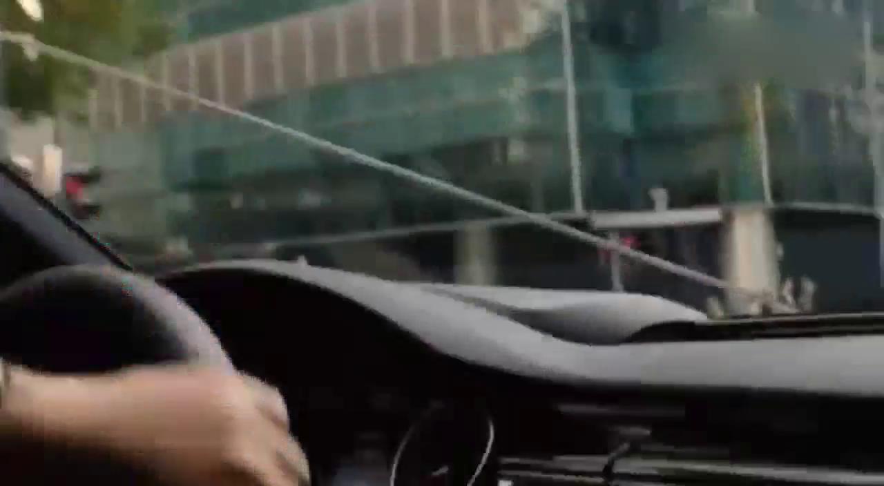视频:杀手驾驶奥迪A5遭围捕,下车亮出双枪解决敌人