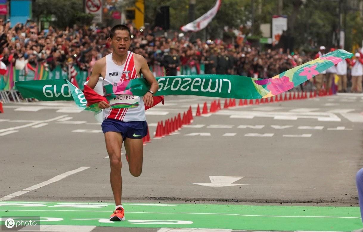 秘鲁运动员克里斯蒂安·帕切科在举行的男子马拉松比赛中获胜
