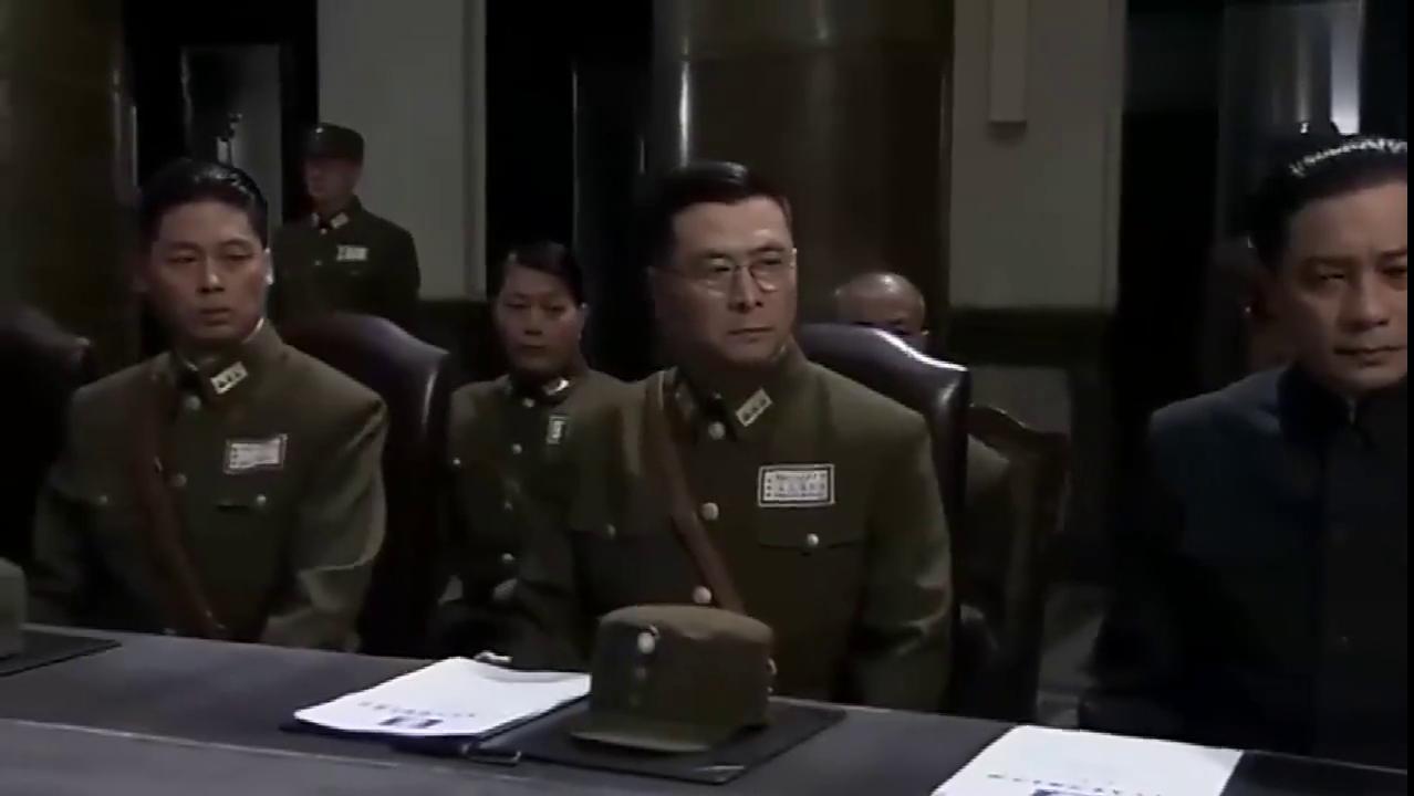 东方战场:蒋介石与众人开会,准备将战线引至上海