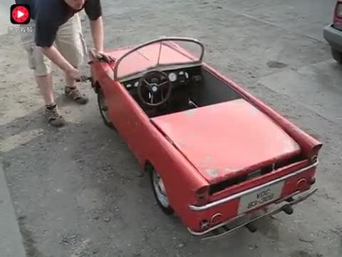 5牛人造一个小汽车模型摇把启动的方式亮了