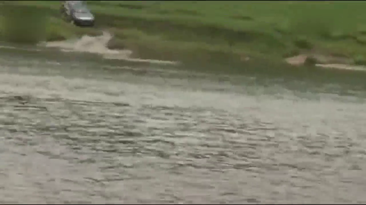 视频:长城H5超强涉水过河,不比丰田差
