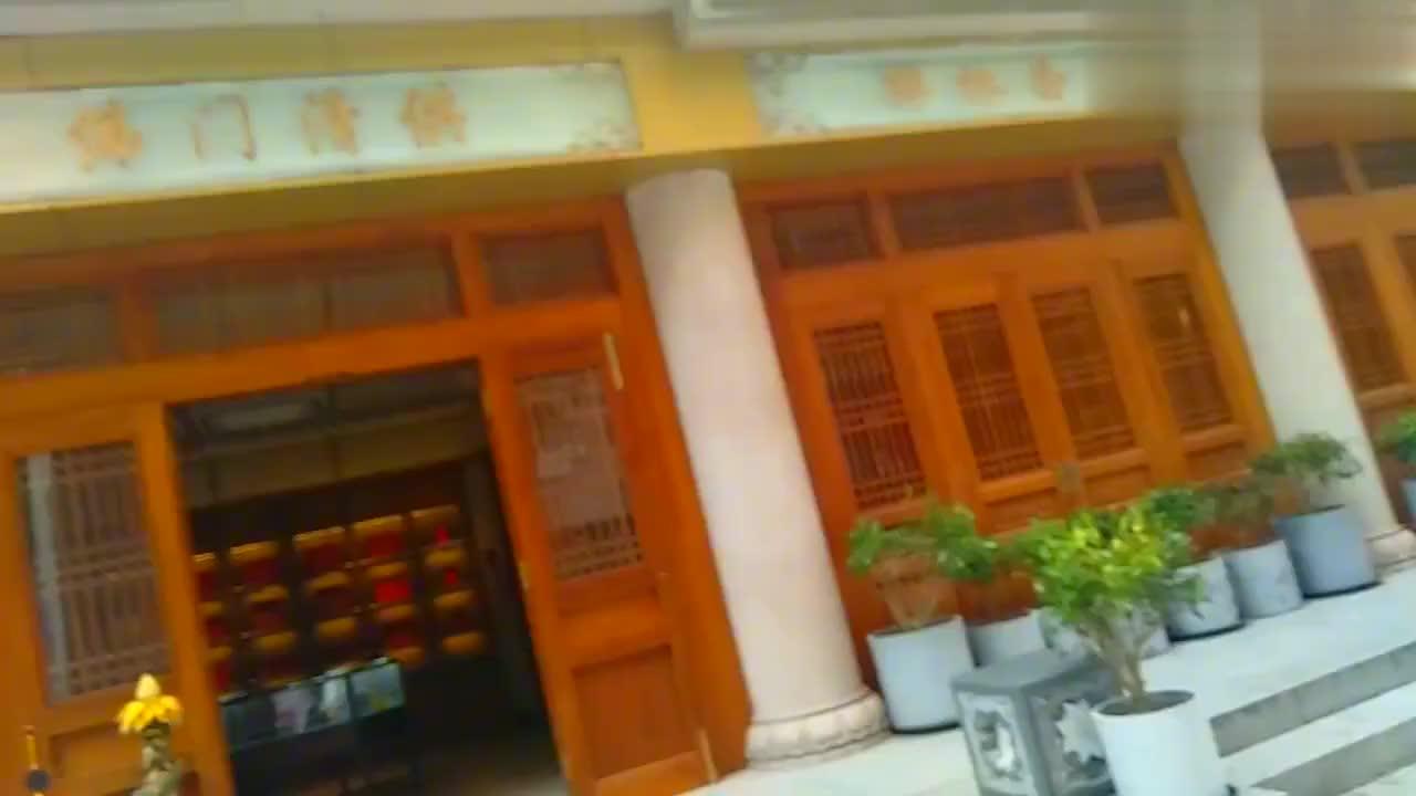 上海静安寺,佛家的一些金银器具佛门清供,值得一看