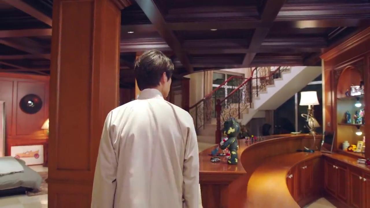 相爱穿梭千年2:志刚来到孙祺龙房间,房间里的手办眼花缭乱