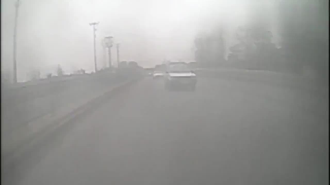 小伙房车旅行被交警开车追赶拦截看看咋回事