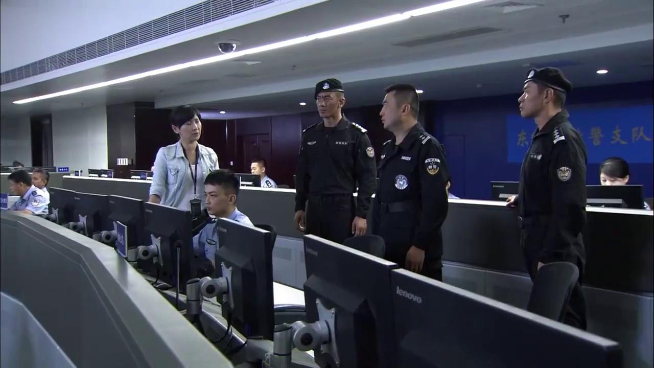 特警力量:老雷看了的监控录像后,当场直接断定,绑架者是此人