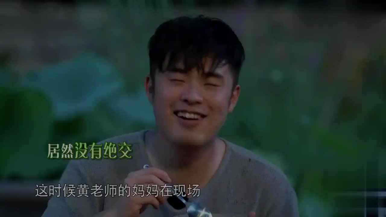 陈赫酒后讲起和邓超的趣事竟把邓超喝到趴石头