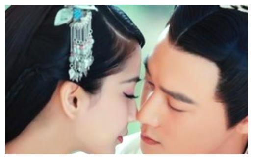 """女星吻戏""""道具"""", 杨颖用保鲜膜, 李沁用男演员的手, 她最新颖!"""