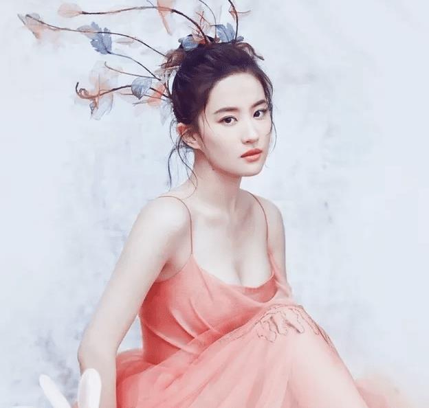 刘亦菲为何单身到现在不是没人想娶,看完这些照片你就知道了!