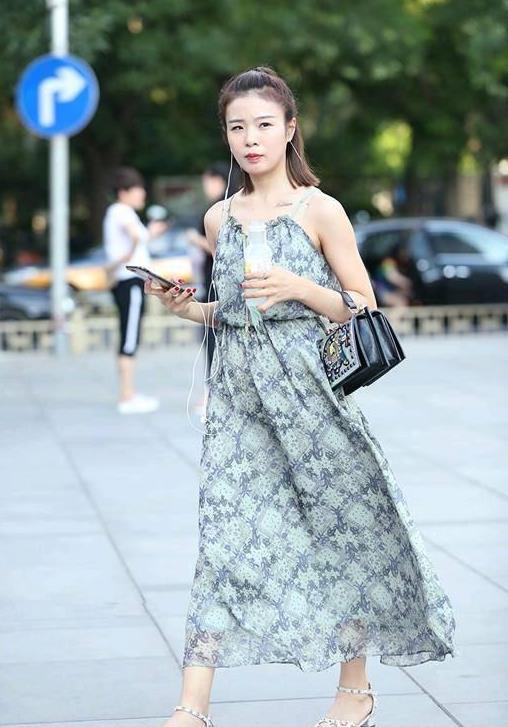 """多种""""美""""定位小米CC:美女产品经理、更美的自拍、美美的包装"""